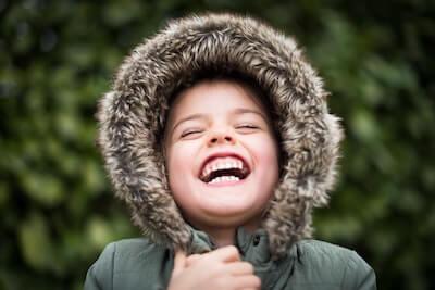喜びでいっぱいの笑顔