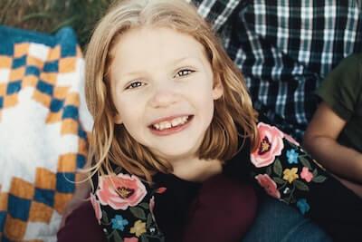 嬉しそうな少女の笑顔