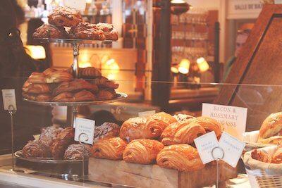 店頭に並ぶパン オショコラ