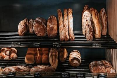 パン屋の店頭