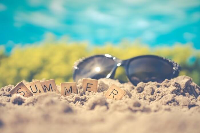 夏の日差しとサングラス