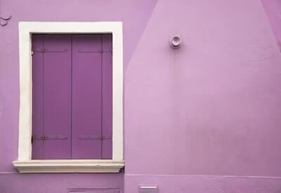 薄紫の壁と扉