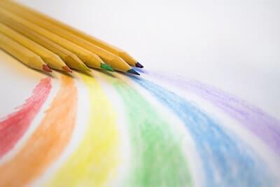 色鉛筆で書いた虹