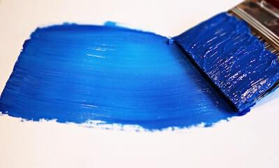 筆で塗られた青い色
