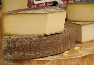 硬いチーズ
