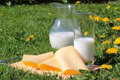 チーズと牛乳