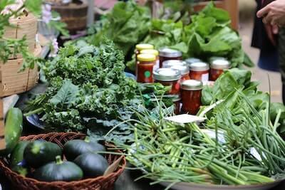 店頭に並ぶ生野菜