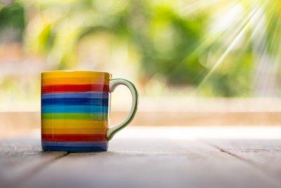 虹色のマグカップ