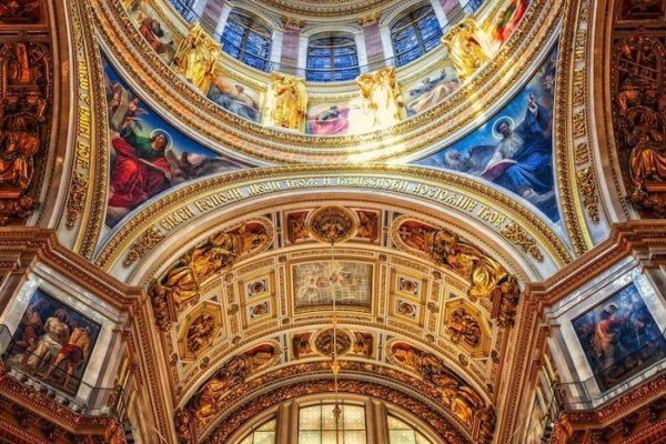 金箔を貼った聖堂の天井の絵