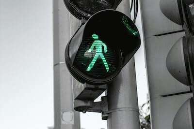 青になった歩行者信号