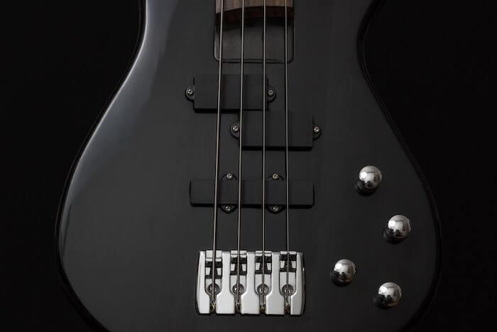 ブラックボディのエレキギター