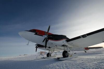 氷の上の飛行機
