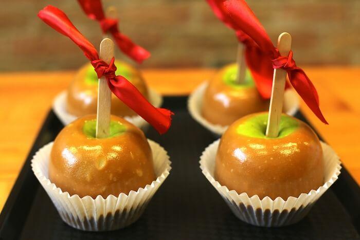 キャラメルのりんご飴