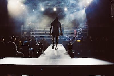 リングへ向かうボクサーの後ろ姿