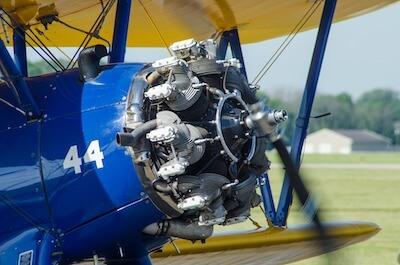 プロペラ機の星型エンジン