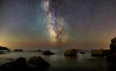 星が数多く瞬く空