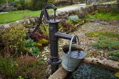 組み上げ式の水道管