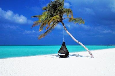 美しい海と白い砂浜