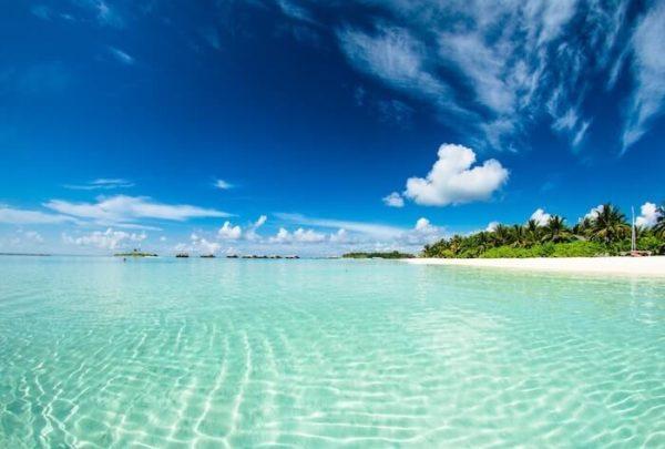 青い空と透き通った海