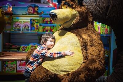 大きな熊のぬいぐるみ