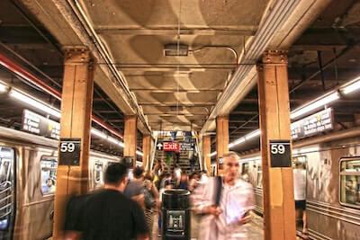 通勤列車の風景