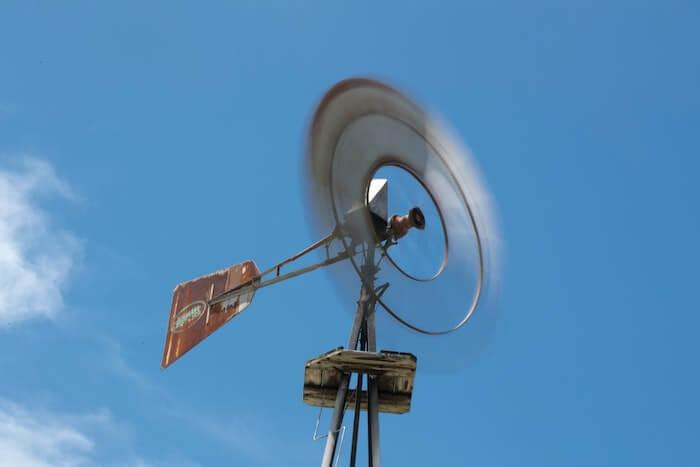 風向きを見る風車
