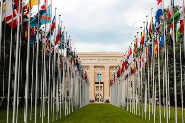 国際機関の各国の旗