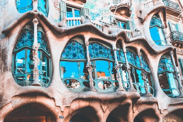 街の建物の外観