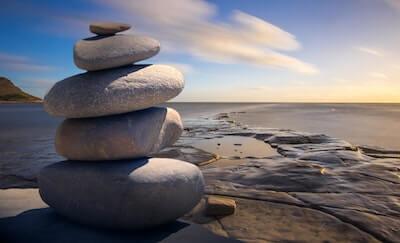 積み上げられた大きい石