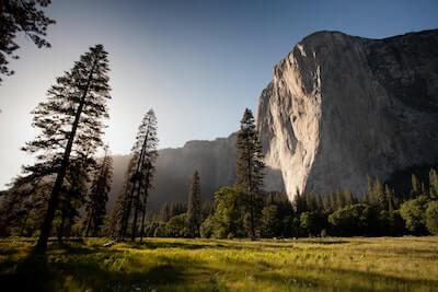 岩山と大地