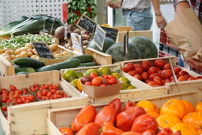 市場で売っている野菜